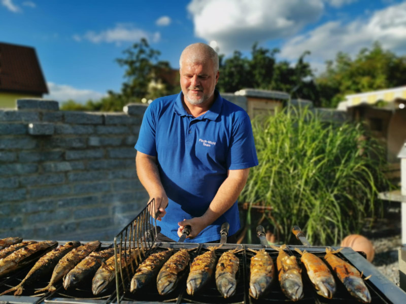 Fisch Michl beim Grillen
